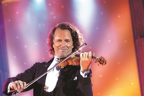 Andre Rieu live playing the Violin.