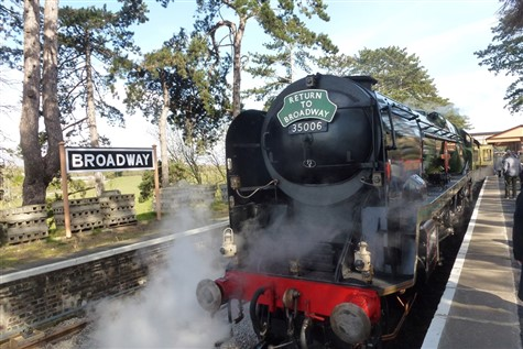 Steaming through the Cotswolds to Broadway