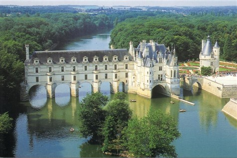 Chateaux & Gardens of The Loire