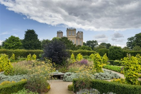 A Day Trip to the Hardwick Hall Winter Garden with Johnsons Coaches