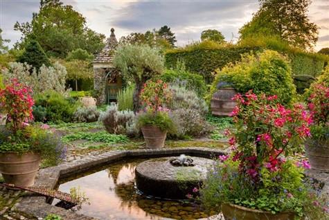 Highgrove Gardens & Tetbury, Gloucestershire