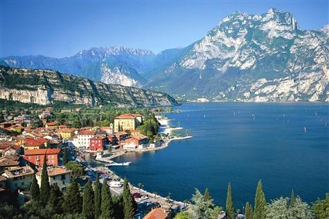 Snowflakes & Crystal Lakes - Riva Del Garda, Italy