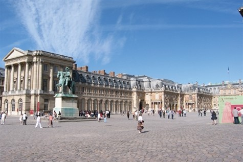 A wonderful snapshot of the fountain outside of the Chateau de Versailles.