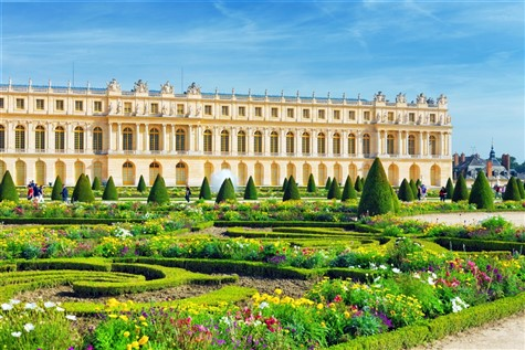 A wonderful snapshot of the Chateau de Versailles.