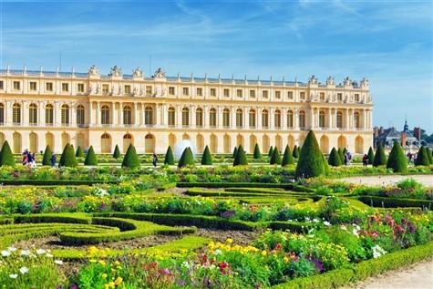 A wonderful snapshot of the Chateau de Versailles.