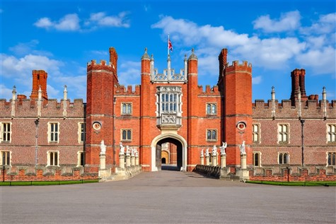 A Day Excursion to Hampton Court Palace with Whittles Coaches