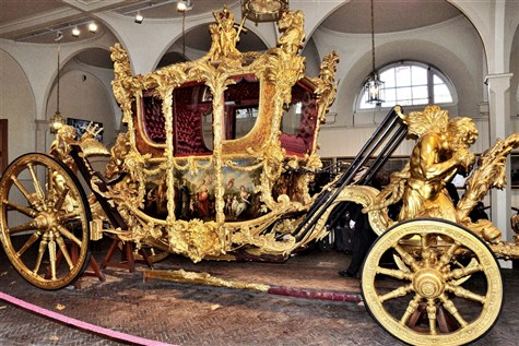 Royal Day Out - Buckingham Palace & Royal Mews